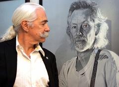 Alfons Kiefer voe einem seiner Lieblingsbilde, das Klaus Voormann zeigt 6559w