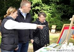 Bürgermeister Patrik Lauer (M.) eröffnete die Ausstellung 7086w