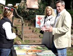 Zahlreiche Besucher nutzten die Gelgenheit, Kunst in der freien Natur zu bewundern. 7092w