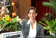 Landrätin Daniela Schlegel Friedrich war die Taufpatin der neuen Orchidee  6417w