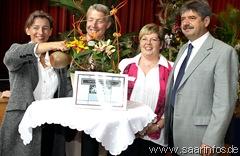 Unser Foto zeigt (v.l.n.r.)  Landrätin  Daniela Schlegel Friedrich, Rainer Janke, Monika Burda und Oberbürgermeister Dr. Alfons Lauer bei der Taufzeremonie 6427w