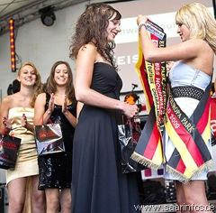 Anna Maria Meineke, Miss Hochwald 2009 überreichte die Schärpe 4596-1